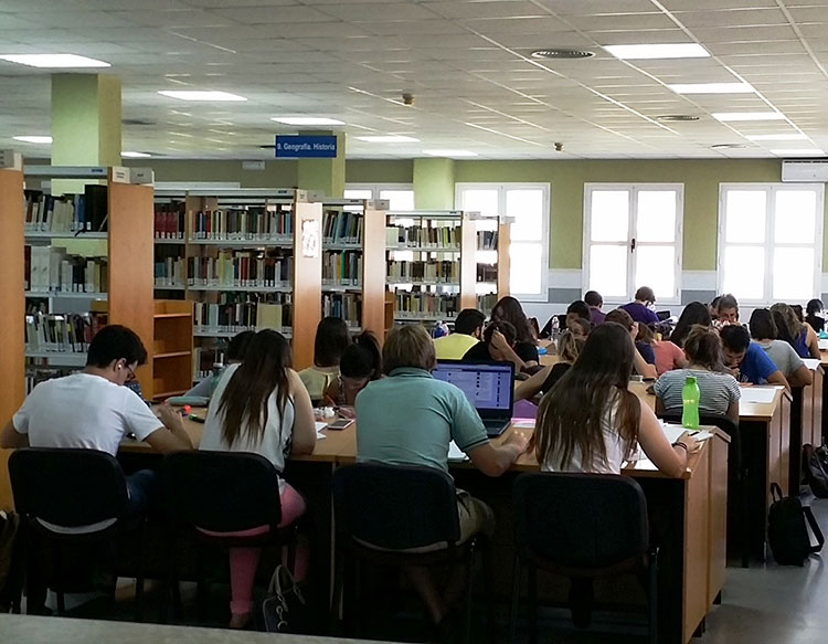 la biblioteca julio caro baroja de leganés amplía su horario por