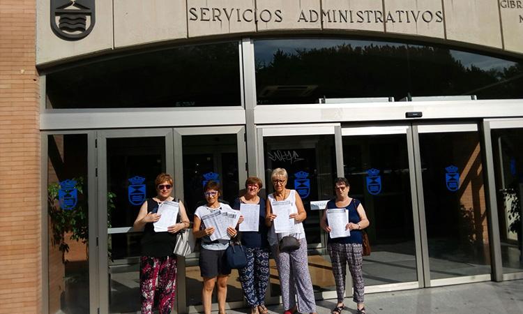 Tres mil firmas para la piscina solagua legan s activo for Piscina solagua leganes