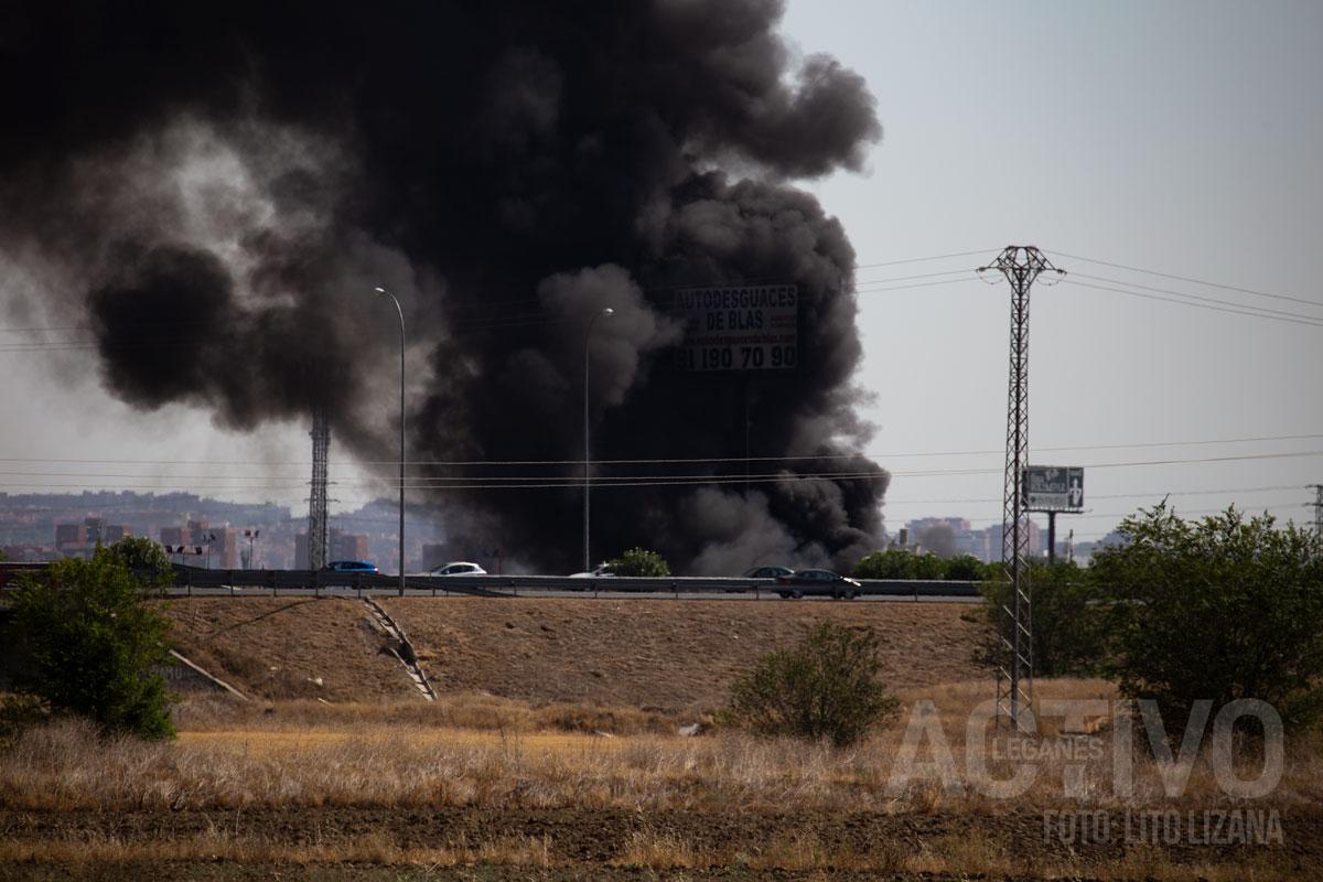 Imagen de la columna de humo desde Leganés Norte. Foto: LitoLizana