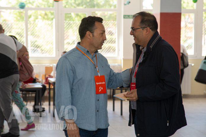 jose manuel egea y santiago llorente en el colegio electoral