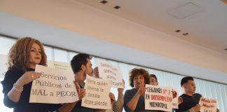 protestas en el pleno