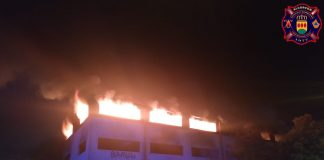 incendio nave abandonada